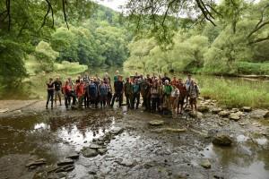 Gruppenfoto am Fluss 1
