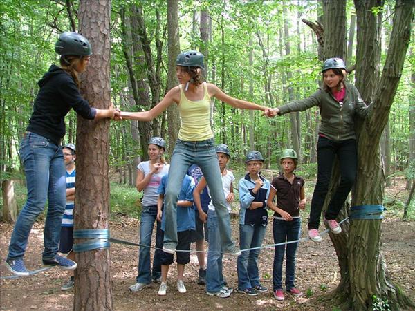 Die Konstanten des Junior Ranger Camps sind die Übernachtung im Freihen und ein Tag Naturraummanagement. Abgesehen davon wird das Programm jedes Jahr komplett neu gestaltet.