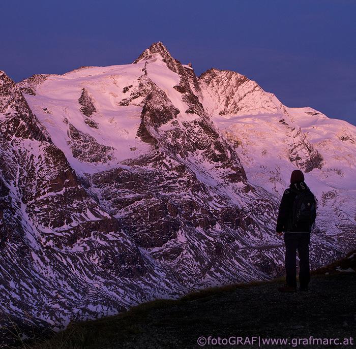 Blick am frühen Morgen auf den höchsten Gipfel Österreichs, den 3.798 Meter hohen Großglockner, der Teil des Nationalparks Hohe Tauern ist.